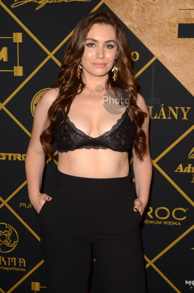 Sophie Simmons 00048